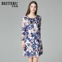Middle aged and old women's wear Autumn of 2018 blue and white color L XL XXL fashion Dress Self cultivation singleton  Decor 40-49 years old Socket moderate Crew neck routine YQQA4730-1 Bateru zipper polyester 51% (inclusive) - 70% (inclusive) zipper Polyester