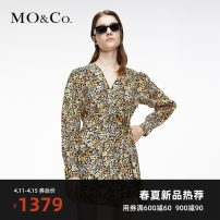 Dress Spring 2021 Mixed print XS/155 S/160 M/165 L/170 XL/175 Mid length dress singleton  Long sleeves street V-neck Broken flowers 25-29 years old MO & Co. / Moco MBA1DRS043 More than 95% cotton Cotton 100% Same model in shopping mall (sold online and offline) Europe and America