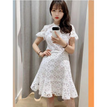 Dress Autumn of 2019 White, black M, L Middle-skirt singleton  Short sleeve Crew neck zipper Ruffle Skirt Petal sleeve 25-29 years old Type X Not in a hurry 91% (inclusive) - 95% (inclusive) Lace cotton