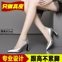 Low top shoes 33,34,35,36,37,38,39 Other / other White, silver, black, gun Sharp point Top leather Thick heel High heel (5-8cm) Shallow mouth Superfine fiber Spring 2020 Trochanter Europe and America Adhesive shoes Youth (18-40 years old), middle age (40-60 years old) Solid color TPR (tendon) daily