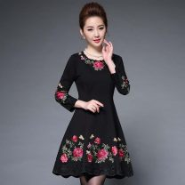 Middle aged and old women's wear Spring 2020 black M,L,XL,XXL,XXXL,4XL,5XL noble Dress Self cultivation singleton  Decor 40-49 years old Socket moderate Crew neck routine Embroidery Cotton, other 71% (inclusive) - 80% (inclusive) Medium length