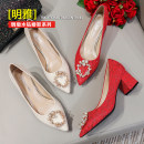 Low top shoes 33,34,35,36,37,38,39,40,41,42,43 Sharp point Silk and satin Thick heel Middle heel (3-5cm) Shallow mouth Superfine fiber Summer 2021 Single shoes