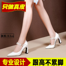 Low top shoes 33,34,35,36,37,38,39 Other / other Black, white Sharp point Top leather Thick heel High heel (5-8cm) Shallow mouth Superfine fiber Spring 2020 Trochanter Europe and America Adhesive shoes Youth (18-40 years old) Solid color TPR (tendon) Single shoes Microfiber skin daily Patent leather