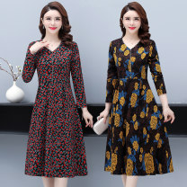 Middle aged and old women's wear Spring 2021 XL (within 105 kg recommended) 2XL (105-120kg recommended) 3XL (120-135kg recommended) 4XL (135-150kg recommended) 5XL (150-165kg recommended) fashion Dress easy singleton  Broken flowers 40-49 years old moderate Velvet of clothing other Other 100%