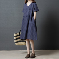 Dress Summer of 2019 Red, Navy M,L,XL,2XL Mid length dress singleton  Short sleeve commute V-neck Loose waist lattice Socket A-line skirt routine Others 40-49 years old Type A Other / other Retro Pocket, button 71% (inclusive) - 80% (inclusive) other cotton