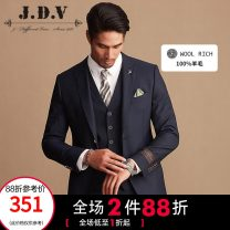 man 's suit Tibetan green J.D.V Business gentleman routine 180/100A 185/104A 165/84A 170/88A 175/92A 180/96A Wool 100% Autumn of 2018 Self cultivation Double breasted go to work No slits Same model in shopping mall (sold online and offline) youth Long sleeves autumn routine Business Formal  Round hem