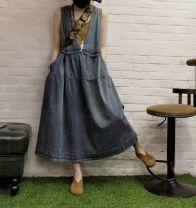 Dress Summer 2020 Carbon grey (thin stitched deep V skirt), blue (thin stitched deep V skirt), black (thin stitched deep V skirt) Average size singleton  Sleeveless commute V-neck straps Type A Retro Denim cotton