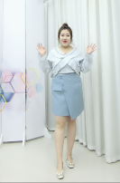 Women's large Spring 2021 Blue top, white top, blue skirt, black skirt L size suggests 100-120 Jin, XL suggests 120-135 Jin, 2XL suggests 140-155 Jin, 3XL suggests 160-170 Jin, 4XL suggests 170-190 Jin Other oversize styles Two piece set easy moderate Socket Long sleeves Solid color V-neck routine