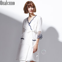 Nightgown / bathrobe QUALCUNO female 160(M) 165(L) 170(XL) 175(XXL) white routine luxurious silk spring Medium length (knee to Mid Calf) silk Solid color youth lace Autumn and winter 2017 Mulberry silk 100% Pure e-commerce (online only)