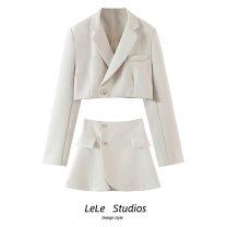 Fashion suit Spring 2021 S,M,L White, black, khaki 18-25 years old 51% (inclusive) - 70% (inclusive)