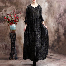Dress Spring 2021 black Average size longuette singleton  commute V-neck Loose waist Retro printing SGJ6082