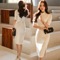 Dress Summer of 2019 white S,M,L,XL Mid length dress singleton  Short sleeve commute Crew neck middle-waisted Solid color zipper One pace skirt routine Others 18-24 years old Type H Korean version 81% (inclusive) - 90% (inclusive) other polyester fiber