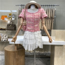 Fashion suit Spring 2021 M, L Plaid Top + white skirt 18-25 years old First Sight 31% (inclusive) - 50% (inclusive)
