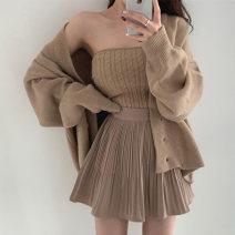 Fashion suit Winter 2020 Average size Khaki coat, khaki bra, black coat, black bra, khaki pleated skirt, black pleated skirt 18-25 years old Other / other 31% (inclusive) - 50% (inclusive)