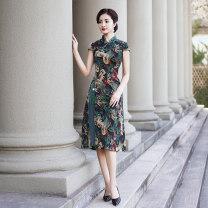 cheongsam Spring 2021 M L XL 2XL 3XL 4XL 5XL Red green Short sleeve long cheongsam Retro Low slit daily Oblique lapel Decor Over 35 years old Piping YS-20210221019 Cryptomeria fortunei other Other 100% Pure e-commerce (online only)