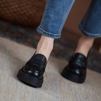 Low top shoes 33,34,35,36,37,38,39,40,41,42,43 Other / other Off white, black Round head top layer leather Flat bottom Middle heel (3-5cm) Shallow mouth Sheepskin Spring 2021 Trochanter Adhesive shoes Youth (18-40 years old) Solid color Rubber foaming Single shoes Pig skin daily Face dressing