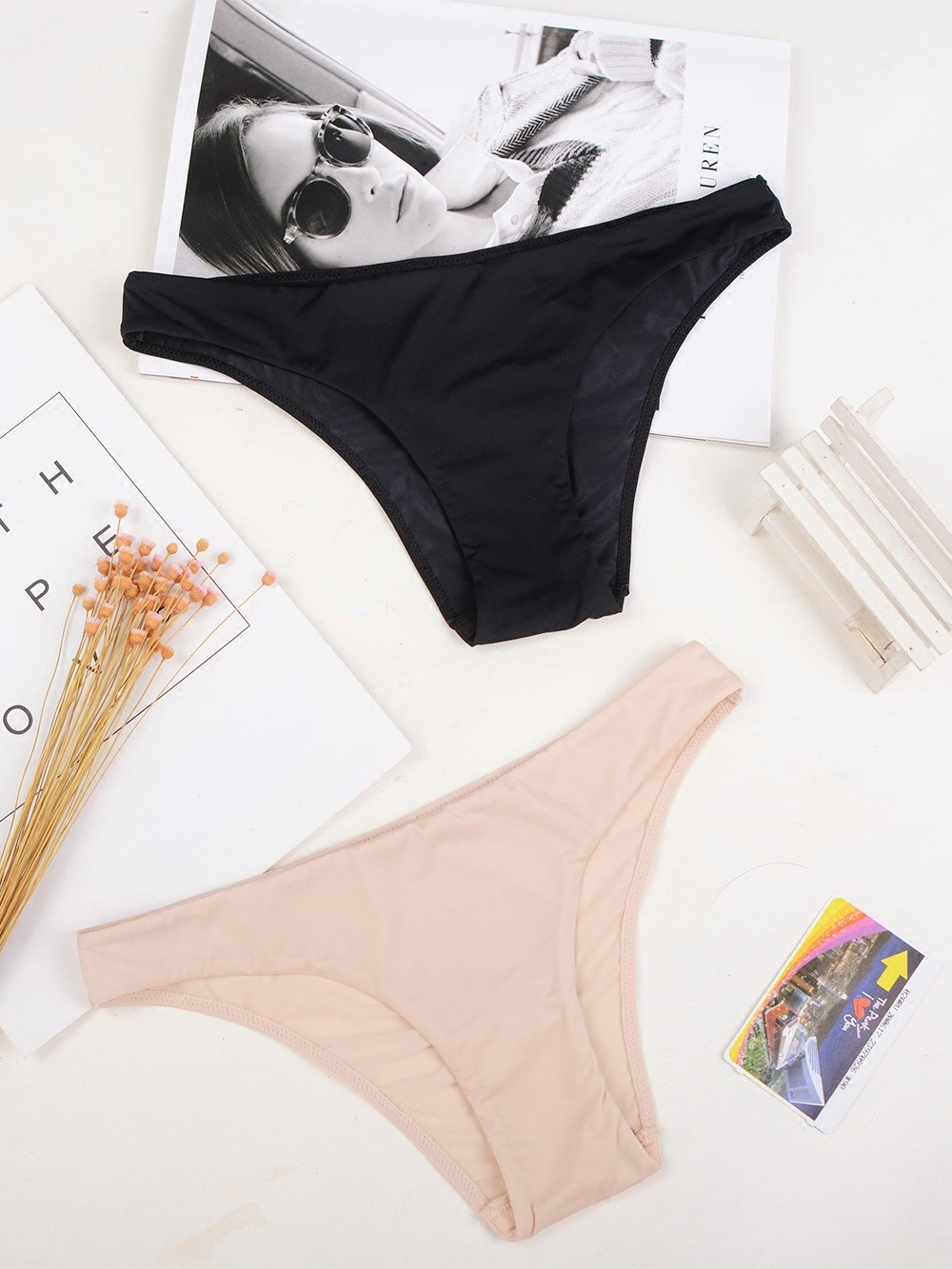 underpants female Black complexion Brown S (25-26) M (27-28) L (29-30) XL (31-32) Other / other 1 nylon Briefs low-waisted Simplicity Solid color youth 81% (inclusive) - 95% (inclusive) Lycra fabric No trace One piece A9A4-1