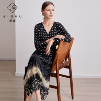 Dress Spring 2021 Black 100% 6A mulberry silk M L XL longuette singleton  elbow sleeve commute V-neck middle-waisted Decor Socket other routine Others 40-49 years old Type A Quarterly account Ol style printing JS-D19172 More than 95% silk Mulberry silk 100%