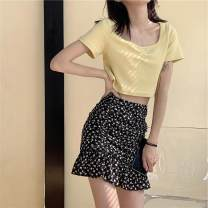 T-shirt Light yellow tee, floral skirt S. M, average size Summer 2020 Short sleeve Self cultivation commute other 30% and below 18-24 years old Korean version Solid color