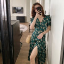 Women's large Summer 2020 blackish green L XL S M Dress singleton  commute thin Socket Short sleeve Broken flowers Korean version V-neck polyester fiber routine The empress of Xuan 25-29 years old 51% (inclusive) - 70% (inclusive) Medium length Polyester 70% other 30% Pure e-commerce (online only)
