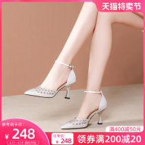 Low top shoes 33 34 35 36 37 38 39 Gold and silver Sharp point Cashmere (cashmere) Thick heel High heel (5-8cm) Shallow mouth Superfine fiber Spring 2020 Flat buckle Korean version Adhesive shoes Youth (18-40 years old) Solid color TPR (tendon) Single shoes formal wear Film mulching