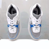 Low top shoes Sports shoes The first layer of leather (except cattle suede) Other/others Tie 36 37 38 39 40 41 42 43 44 Pointed The first layer of leather white Youth (18-40 years old) Middle age (40-60 years old)