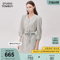 Dress Korean version Same model in shopping malls (both online and offline) Medium length skirt singleton  Long sleeve commute Loose waist V-neck lattice Single breasted Sleeve wrapping 51% (inclusive) - 70% (inclusive) polyester fiber 25-29 years old Type H Other Autumn 2020 Lace up button