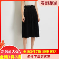skirt Autumn 2020 Average size Brown Black longuette commute Natural waist Pleated skirt Solid color Type A 35-39 years old A8022150 91% (inclusive) - 95% (inclusive) knitting Golden Chrysanthemum polyester fiber fold Simplicity Polyester 92.4% polyurethane elastic fiber (spandex) 7.6%
