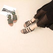 Sandals Хаки Зеленый Черный другой / другие Лето 2017 Замша крупного рогатого скота (матовая кожа) Открытая носка Плоская пятка (меньше или равна 1 см) Плоское дно 35 36 37 38 39 досуг Чистый цвет Прямоугольная пряжка резина Клейкая обувь Каждый день Молодежь (18-40 лет) После пустой Низкая помощь