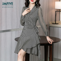 Dress Spring 2021 1019 qianniaoge in stock 04060022 medium sleeve S/155 M/160 L/165 XL/170 XXL/175 Mid length dress singleton  Long sleeves street V-neck middle-waisted houndstooth  Socket Ruffle Skirt routine Others 30-34 years old Type A JMFIVE JM21CZ1231019 More than 95% silk Mulberry silk 100%