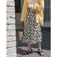 skirt 141g / m ^ 2 (inclusive) - 160g / m ^ 2 (inclusive) Summer 2020 Medium length skirt High waist Retro A-line skirt Design and color Type A More than 95% polyester fiber 18-24 years old B20087-E Chiffon EGGKA S,M,L White, black