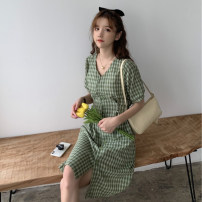 Women's large Spring 2021 Red, green, yellow, pink Large L, large XL, s, m, 2XL, 3XL, 4XL singleton  commute Straight cylinder Socket Short sleeve Korean version V-neck Medium length routine 18-24 years old 51% (inclusive) - 70% (inclusive)