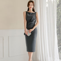 Dress Autumn of 2019 Picture color S,M,L,XL Mid length dress singleton  Sleeveless commute Crew neck middle-waisted Solid color zipper One pace skirt Others 25-29 years old Type H Korean version Pleating, stitching, zipper 71% (inclusive) - 80% (inclusive) brocade nylon