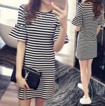 T-shirt [striped skirt white] [striped skirt black] [flared sleeve striped skirt] XXL M L XL 3XL Summer 2017 Short sleeve Crew neck easy Medium length routine commute polyester fiber 96% and above 18-24 years old Korean version youth Vertical stripe Splicing