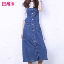 skirt Spring 2020 26 27 28 29 30 31 32 33 34 35 38 40 Xd346 blue Mid length dress Versatile High waist A-line skirt other Type A LBXD346 81% (inclusive) - 90% (inclusive) Denim Good silk cotton Pocket strap with buttons and thread decoration Cotton 81% polyester 17.7% others 1.3%