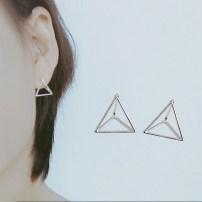 Ear Studs серебро другой / другие 20-24.99 юаней Трехмерные треугольные серьги Япония и Южная Корея женщина новый акции Свежеиспеченный неокантованный другое ED124 Серебро 925