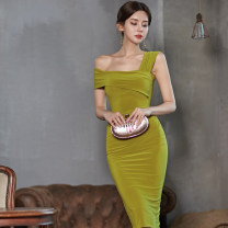 Dress Summer 2020 yellow S,M,L,XL Mid length dress singleton  Sleeveless commute Slant collar High waist Solid color zipper Pencil skirt Oblique shoulder 18-24 years old Type X Other / other Korean version zipper 51% (inclusive) - 70% (inclusive) brocade
