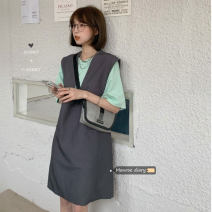 Dress Spring 2021 Jacket skirt with T-shirt Average size Mid length dress Two piece set Sleeveless commute V-neck Loose waist Solid color Socket Others 18-24 years old Type A Korean version 30% and below other