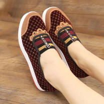 Low top shoes 35,36,37,38,39,40 The old Beijing cloth shoes Black, red Round head cloth Flat bottom Low heel (1-3cm) Shallow mouth cloth Autumn 2020 Trochanter comfortable Injection pressure shoes Middle age (40-60 years old) Solid color Single shoes Shallow mouth cloth daily
