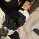 skirt Winter 2020 S,M,L black Short skirt Versatile Natural waist Pleated skirt Solid color Type A D203965F 51% (inclusive) - 70% (inclusive) other polyester fiber Diamond inlay