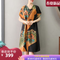 Dress Summer 2021 L XL XXL 3XL Mid length dress singleton  Short sleeve commute V-neck Loose waist Decor Socket A-line skirt routine Others 40-49 years old Type A Suobado / sorbado literature Frenulum More than 95% other silk Mulberry silk 100% Pure e-commerce (online only)