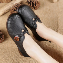 Low top shoes 35,36,37,38,39,40,41 Black, light brown Round head Double skin mulching Flat bottom Low heel (1-3cm) Shallow mouth Double skin of cattle Spring 2021 Trochanter leisure time Adhesive shoes Middle aged (40-60 years old), elderly (over 60 years old) Solid color rubber Single shoes daily