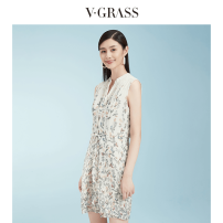 Dress Summer of 2019 green Middle-skirt Sleeveless commute V-neck middle-waisted Broken flowers Socket A-line skirt other 30-34 years old Type H v·grass Korean version Lace up printing More than 95% silk Mulberry silk 100% Same model in shopping mall (sold online and offline)