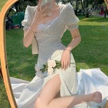 Tie clip White dress s white dress m white dress L Yziyni / izzini Summer 2021