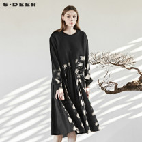 Dress Autumn of 2018 Black / 91 S/160 M/165 L/170 XL/175 longuette singleton  Long sleeves Crew neck middle-waisted Three buttons Pleated skirt routine 25-29 years old Type A s.deer Embroidery S18361235 31% (inclusive) - 50% (inclusive) other cotton Polyester 50% cotton 50%