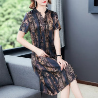 Dress Summer 2021 Coffee blue L XL 2XL 3XL 4XL 5XL Mid length dress singleton  Short sleeve commute V-neck Loose waist Decor Single breasted A-line skirt routine Others 35-39 years old Type A Mu Yixin Retro printing NEJ7650 More than 95% other Other 100% Pure e-commerce (online only)