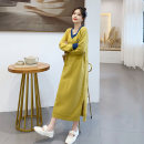 Women's large Spring 2020, autumn 2020 Green, yellow Dress singleton  commute Straight cylinder thickening Socket Long sleeves letter Korean version V-neck Medium length routine Other / other 18-24 years old 81% (inclusive) - 90% (inclusive) longuette