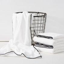 Bath towel White, gray, pink Aokee / Aoki Lvsen 80% polyester + 20% polyamide