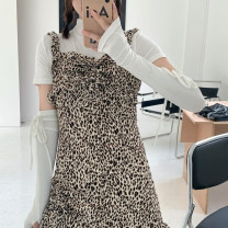 Fashion suit Summer 2021 S. M, l, average size White T-shirt, leopard skirt 18-25 years old 81% (inclusive) - 90% (inclusive) cotton
