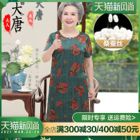 Middle aged and old women's wear Summer 2021 Green red brown noble Dress easy singleton  Big flower Over 60 years old Socket thin Crew neck routine Madame Datang Embroidery silk Mulberry silk 92% polyurethane elastic fiber (spandex) 8% 91% (inclusive) - 95% (inclusive) Pure e-commerce (online only)